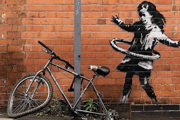 Banksyjeva djevojčica s hula hoopom: Izvucite pozitivno iz svake situacije
