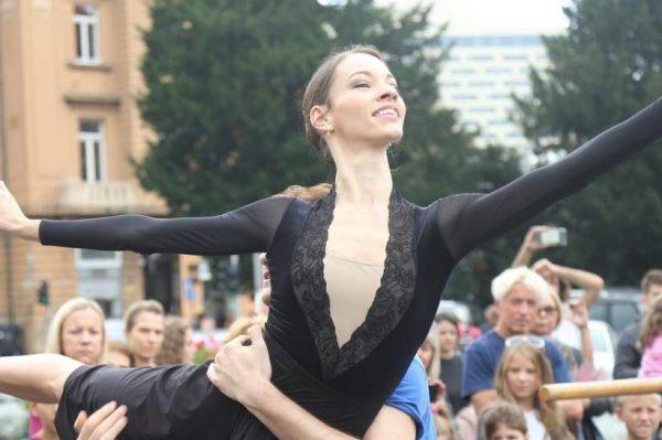 Subotu prijepodne provedite uživajući u djeliću baleta 'Ponos i predrasude' i drugim izvedbama ispred HNK u Zagrebu!