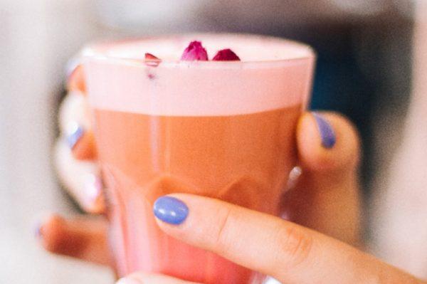 Ružičasta kava koju možete pripremiti i kod kuće