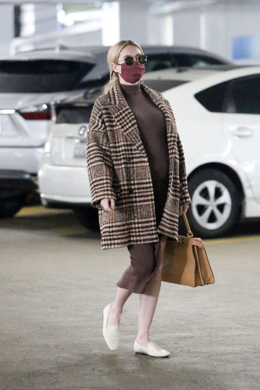 Trudnički street style Emma Roberts