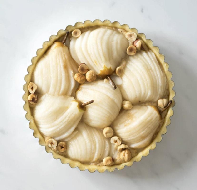 U francuskom stilu: tart od lješnjaka s kruškomU francuskom stilu: tart od lješnjaka s kruškom
