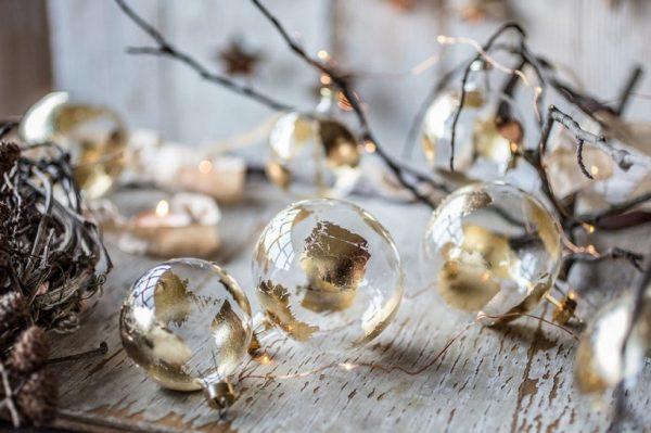 Čarobne kuglice od puhanog stakla kao unikatni božićni ukras ili poklon