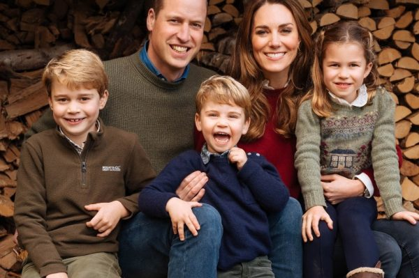 Novi kraljevski božićni portret na kojem se maleni Louis najslađe smije