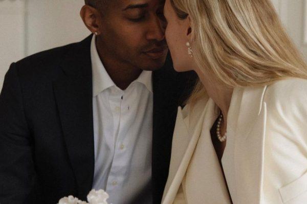 Jedno minimalističko vjenčanje u bijelom odijelu