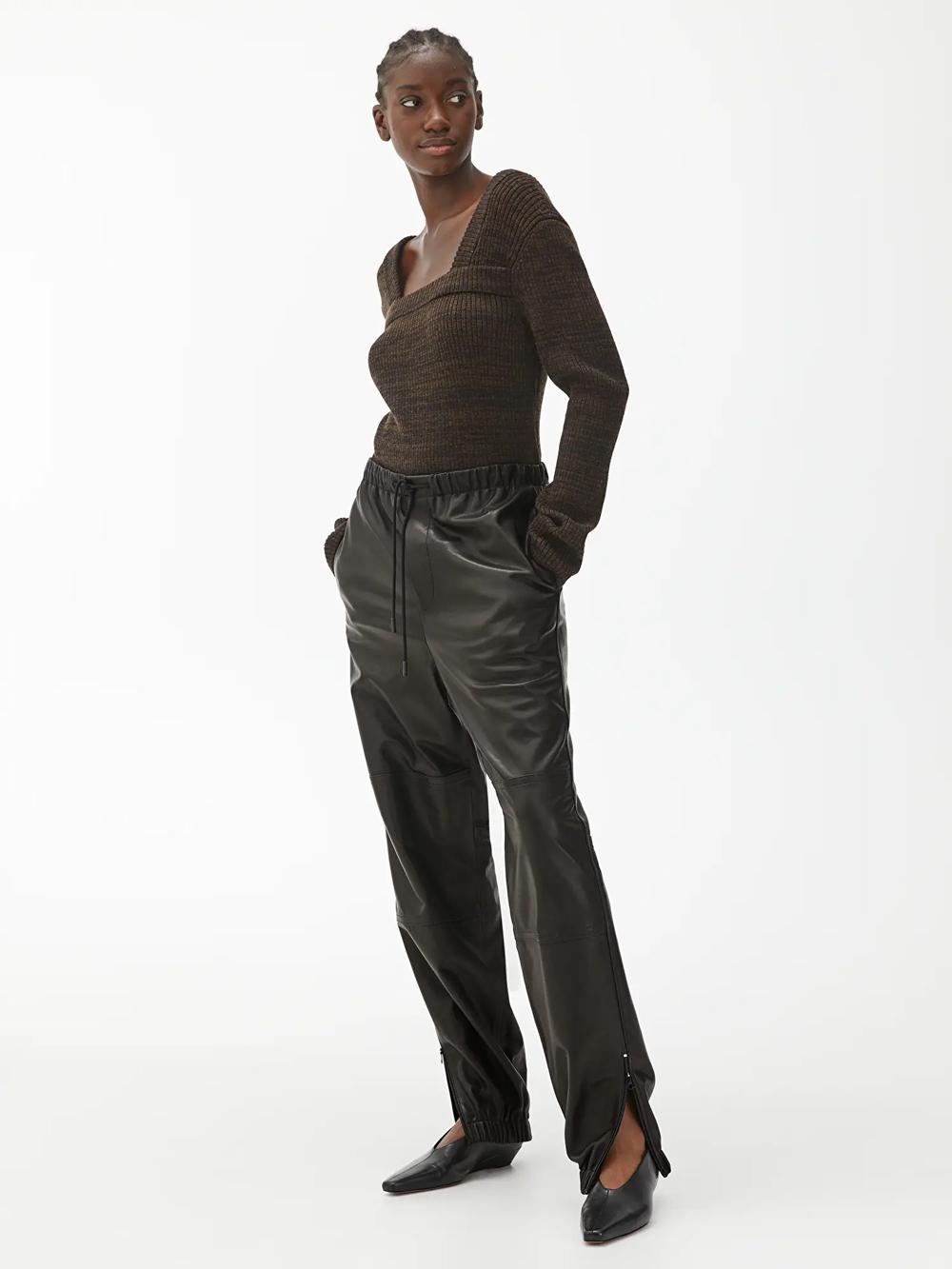 Arket kožne hlače jogger model 2021.