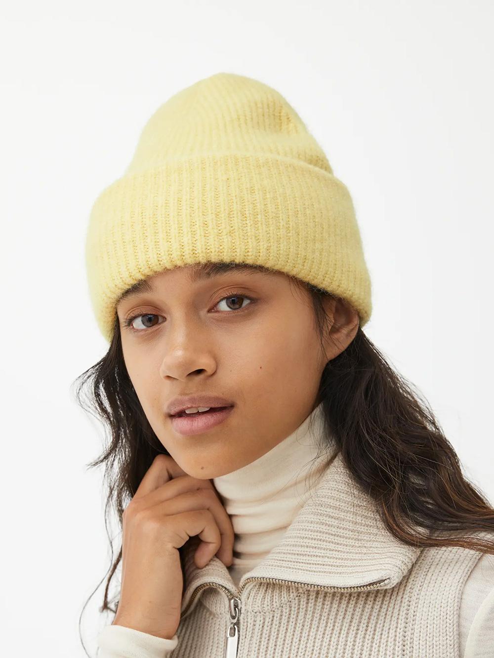 Arket nježna žuta boja modni trend 2021.