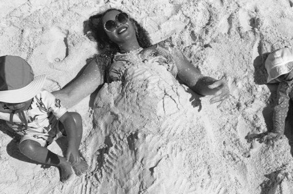 Beyoncé se osvrnula na 2020. godinu uz nekoliko slatkih fotografija iz privatnog albuma