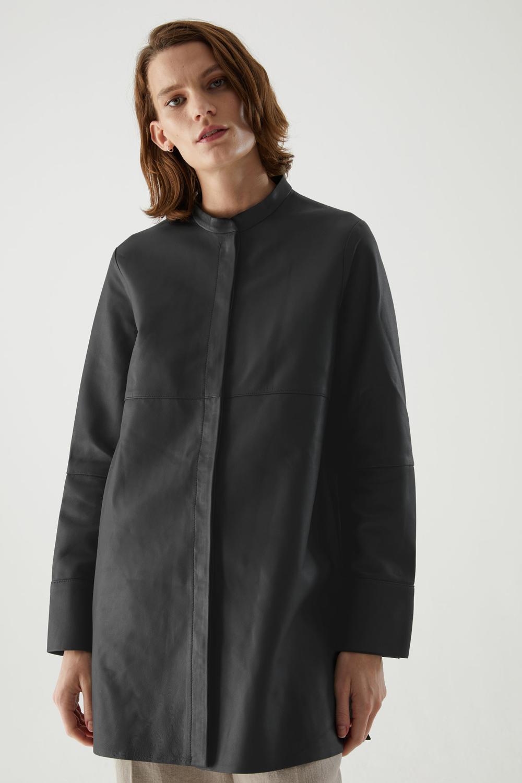 COS oversized košulja 2021.