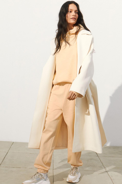 H&M nježna žuta boja modni trend 2021.