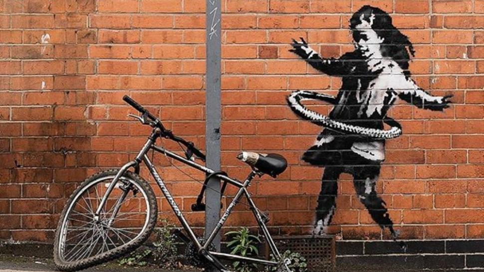 Banksy hula-hoop naslovna
