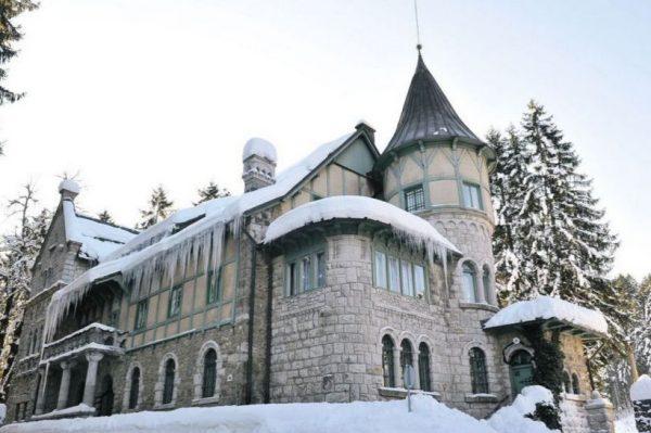 Ovaj predivan dvorac ujedno je i planinarski dom, a nalazi se u Gorskom kotaru