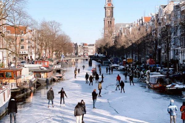 Amsterdamski kanali su se opet zaledili i postali šarmantna klizališta