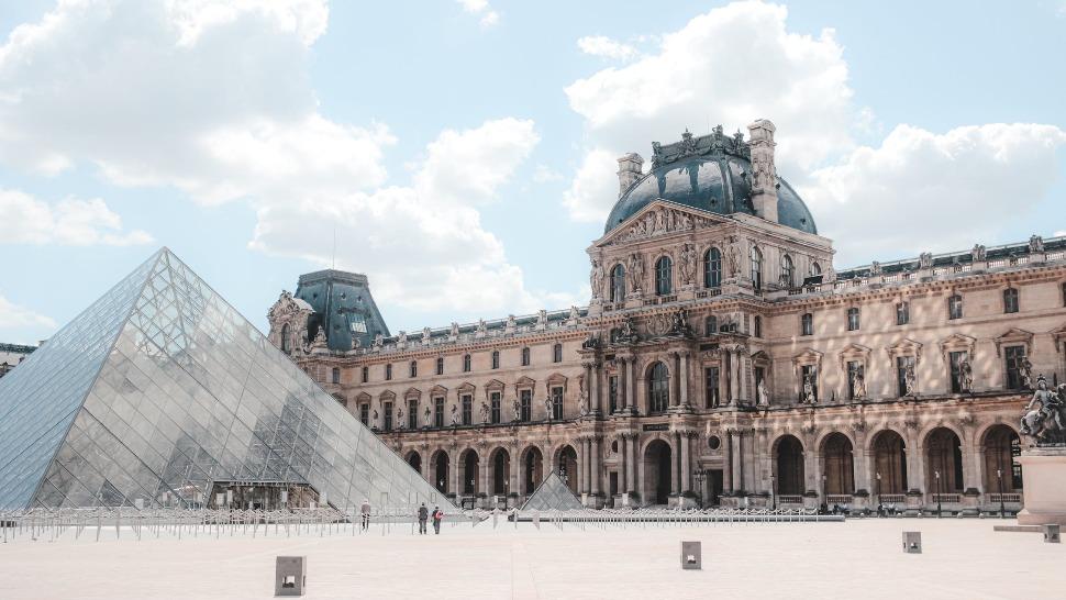 Louvre naslovna