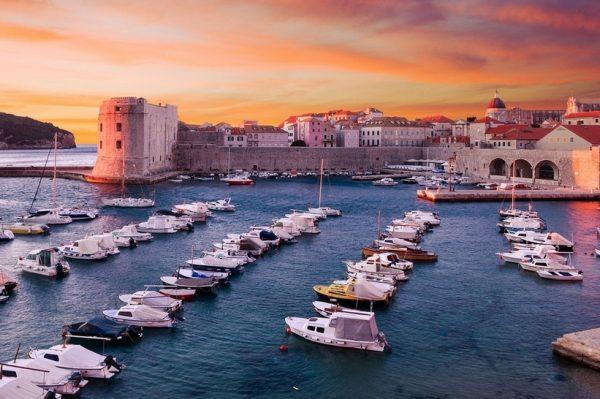 Otkrijte kako je to upravljati Dubrovnikom i upoznajte njegove ljepote kroz novu video igru