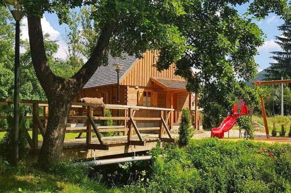 Šarmantne kolibe kod Plitvica gdje ćete se buditi uz šum potoka