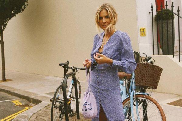 Haljina i tenisice – omiljena kombinacija stvorena za proljetne dane
