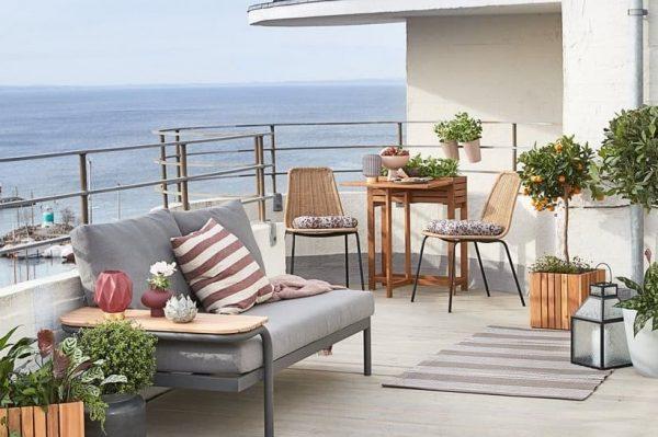 Jedna divna 3 u 1 sofa i praktični komadi namještaja koji će terasu učiniti omiljenim mjestom za ljetna druženja