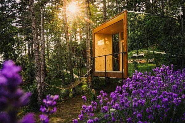 Bajkovite drvene kućice skrivene u borovoj šumi stvorene su za bijeg od svakodnevice