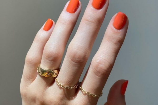 'It' boja laka za nokte za travanj