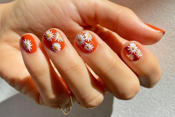 Ovo ljeto ćemo cvjetni uzorak nositi i na noktima