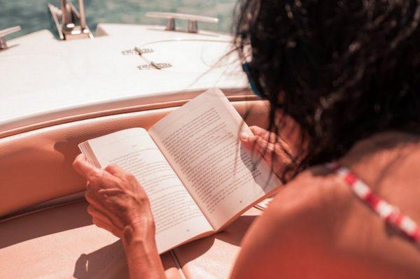 Osvojite najbolje knjige za čitanje na plaži u ljetnom izdanju Journal Book Cluba