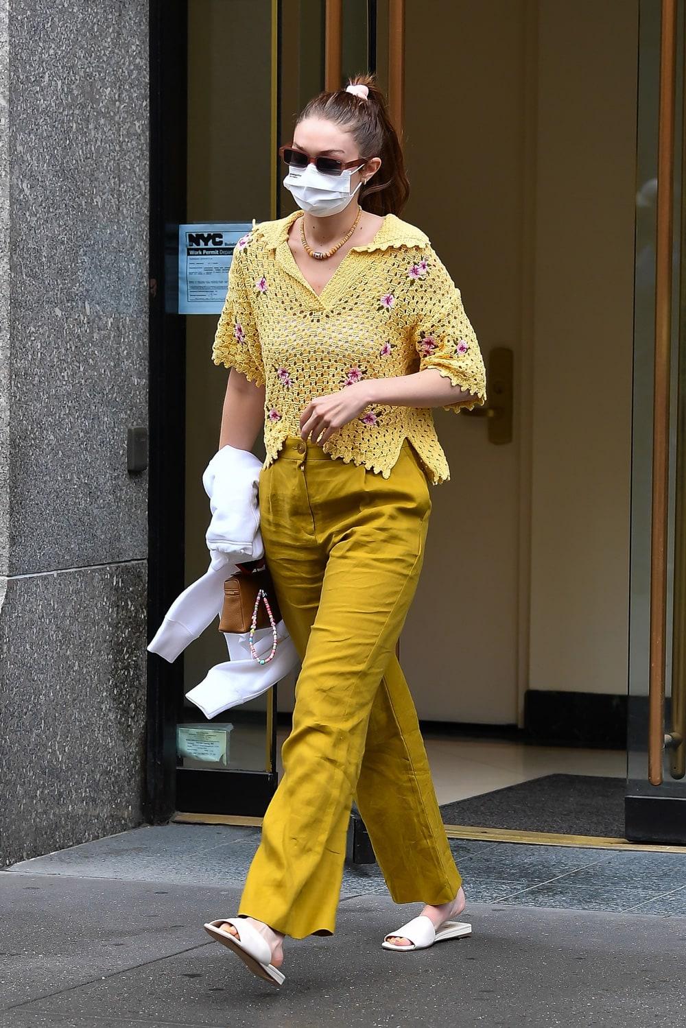 Street style inspiracija: Gigi Hadid nosi cool ležerni look za ljeto 2021.