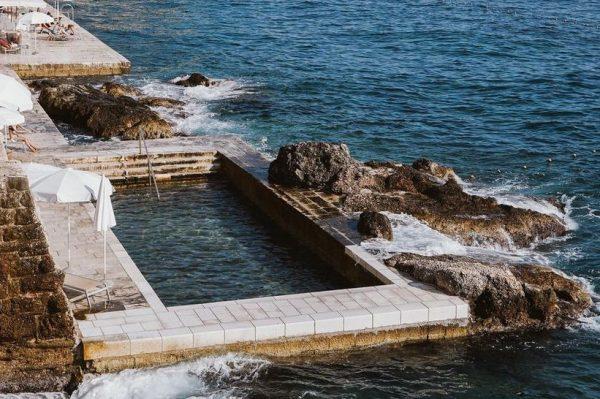 Ovaj kameni bazen izgleda nestvarno dobro – i nalazi se na našoj obali