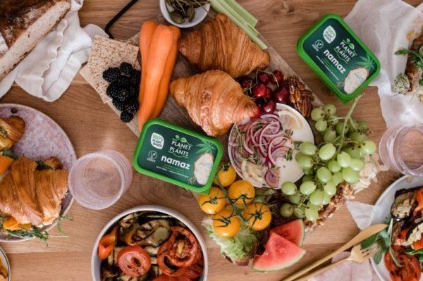 Recenzija: Isprobale smo novi biljni namaz u 3 recepta za ukusne ljetne sendviče