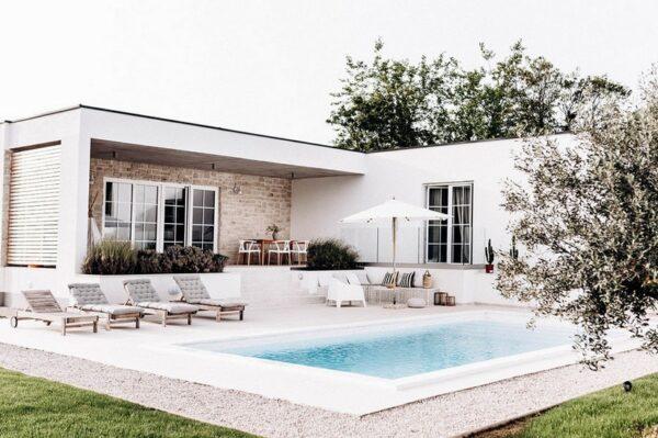 Osvojila nas je ova moderna vila s daškom Mediterana koja se nalazi u Istri