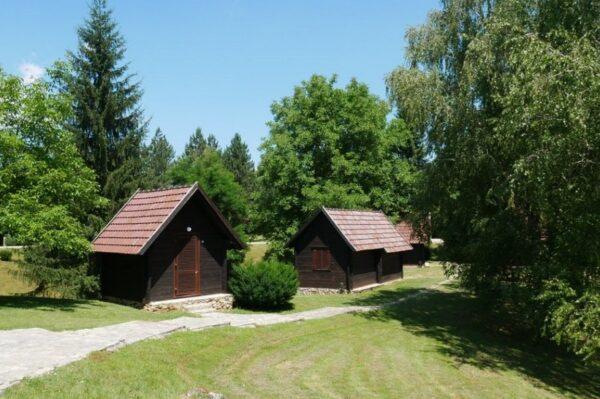 Mjesto za opuštanje nadomak Plitvičkih jezera idealno za bijeg od vrućina