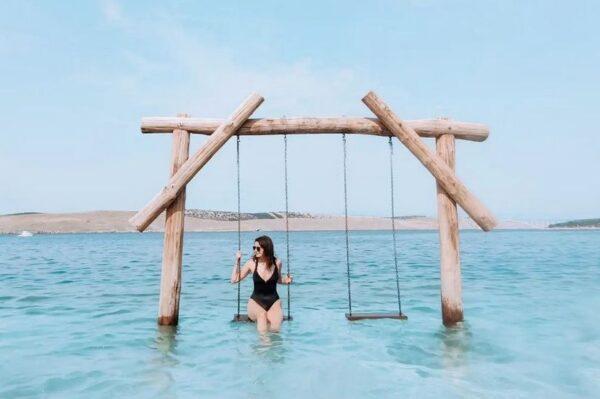 Plaža s ljuljačkom nedaleko Crikvenice je hit mjesto ovog ljeta