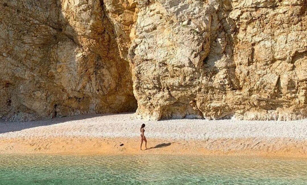Ovu plažu nazivaju zlatnom, a nalazi se na jednom kvarnerskom otoku
