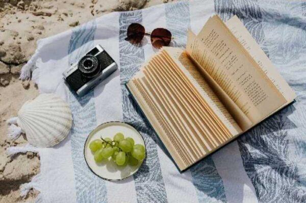 Hrvatske book influencerice preporučile su nam najbolje knjige koje ćemo čitati uz more