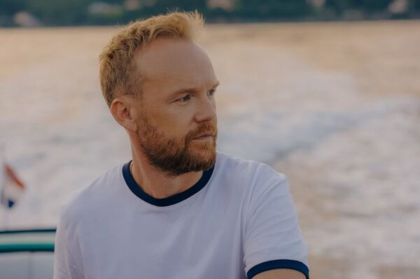 Saša Lozar ima novi morski rasplesani singl 'San'