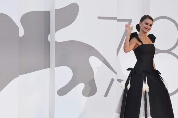 Glamuroznim crvenim tepihom sinoć je otvoren Venice Film Festival