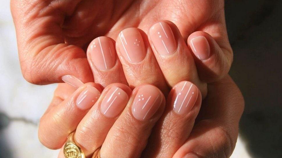 minimalistički nail art