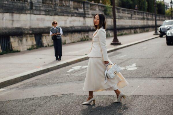 Tjedan mode u Parizu je donio chic outfit ideje za jesenske dane