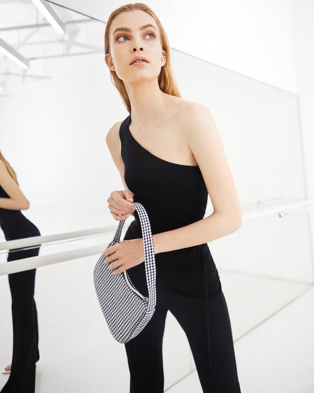 City Center one modni editorijal: minimalizam u crnoj i bijeloj boji za proljeće/ljeto 2021.